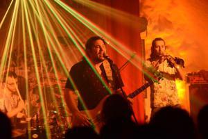 El Flecha Negra - Christian Ovalle (li), Myron Manson -